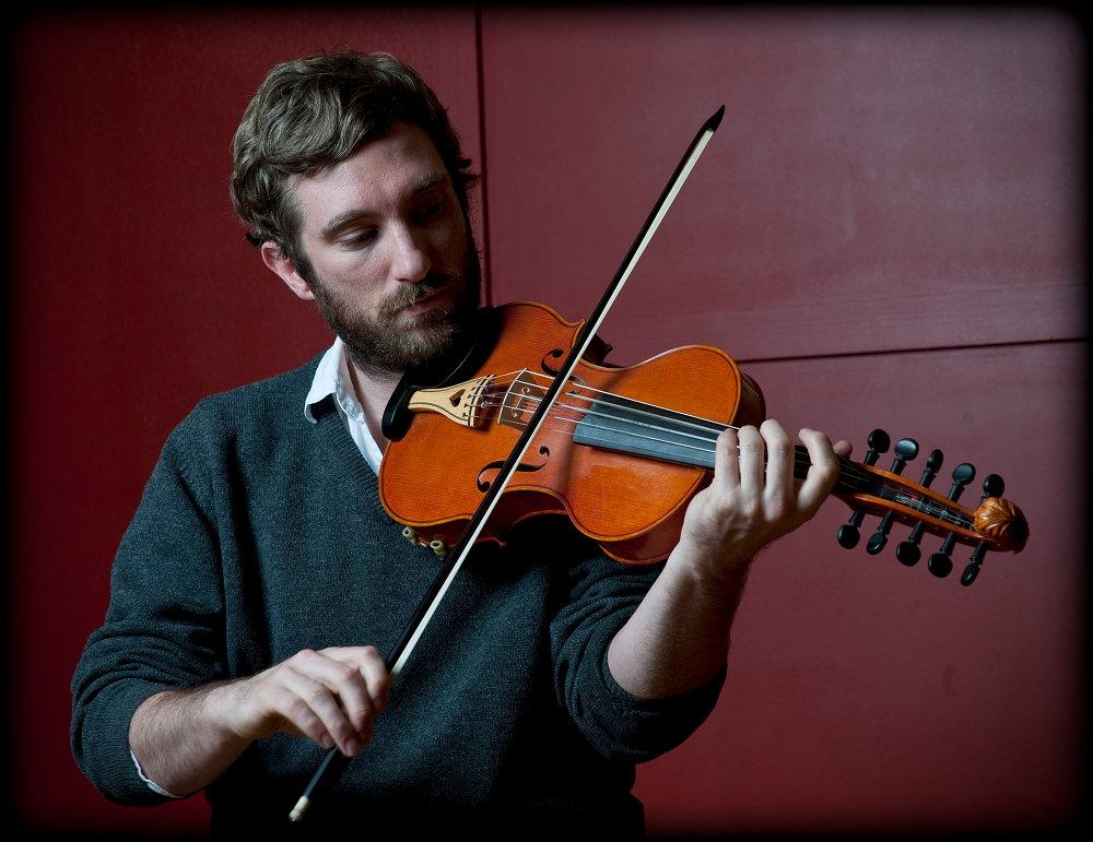 the Offical Website of 10-string fiddler Caoimhín Ó Raghallaigh